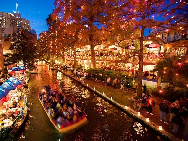 Must-see holiday light displays just a road trip away from Austin ...