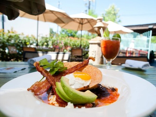 News_Ninfa's on Navigation_huevos rancheros_bacon_avacado_egg