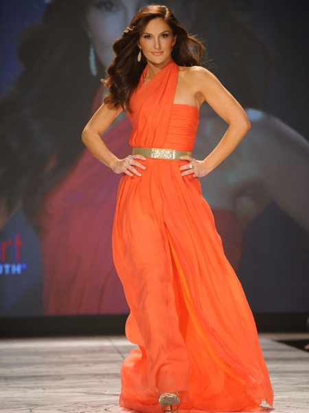 The Heart Truth 2013 Fashion Show, Minka Kelly wearing Oscar de la Renta