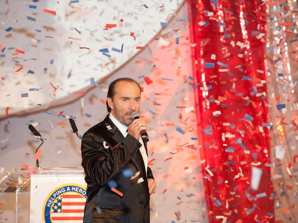 Helping a Hero.org gala, October 2012, Lee Greenwood