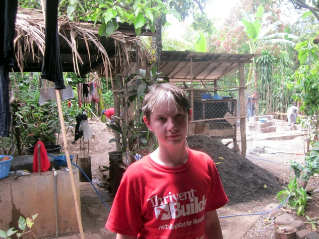 Teen volunteering in houses in El Salvador