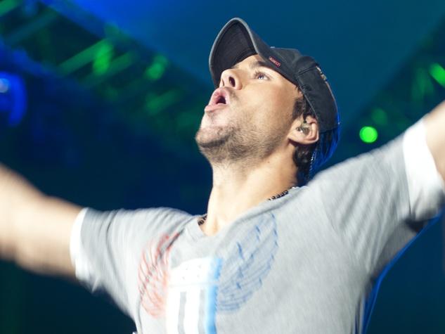 Enrique arms up