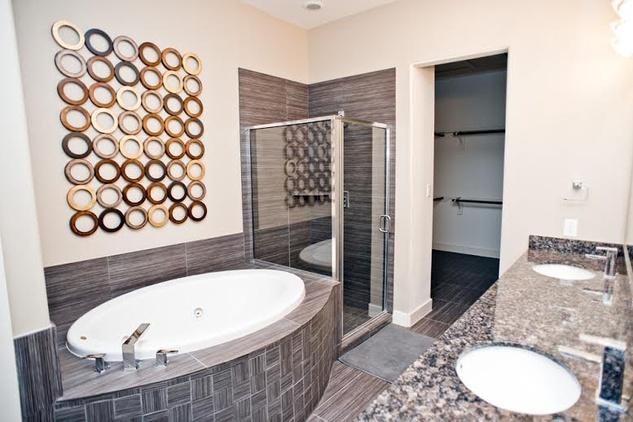 Promenade Place Bathroom