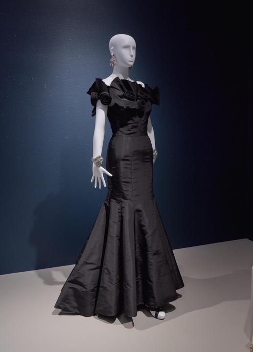 Oscar de la Renta MFAH exhibition Lynn Wyatt gown