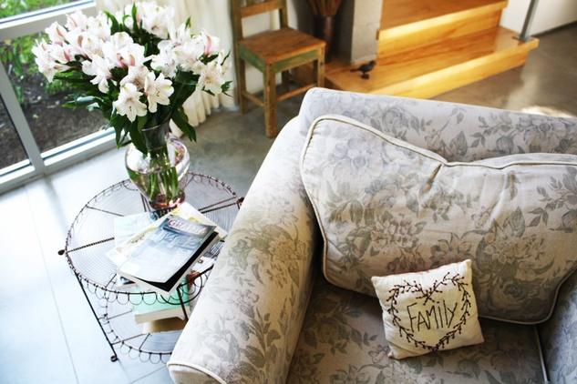 Austin Photo Set: News_caitlin_comfortable home_oct 2012_flower display