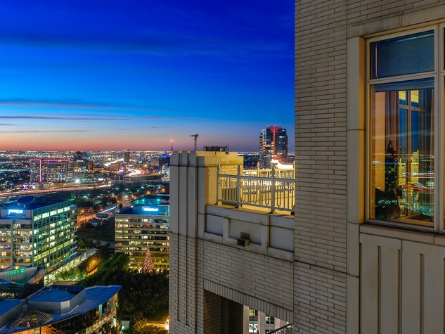 2555 Pearl #2200 view