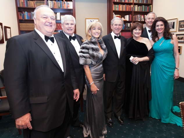 Bucky Allshouse, from left, John Eddie and Sheridan Williams, George W. Bush, Cynthia Allshouse and  Bobby and Phoebe Tudor at the Baker Institute 20th Anniversary Gala November 2013