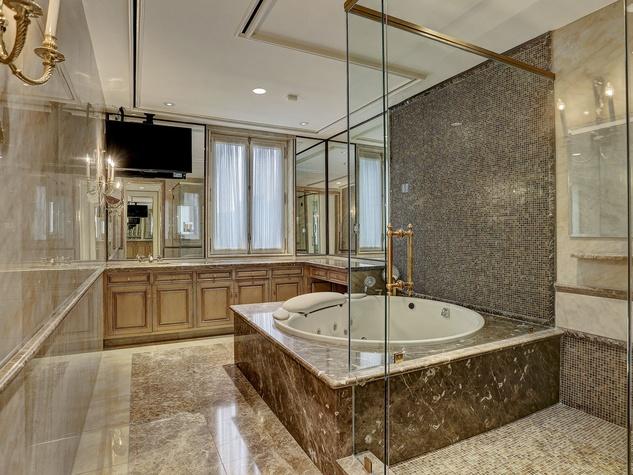 1000 Kirby master bathroom