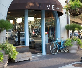 Five and Ten boutique in Highland Park Village