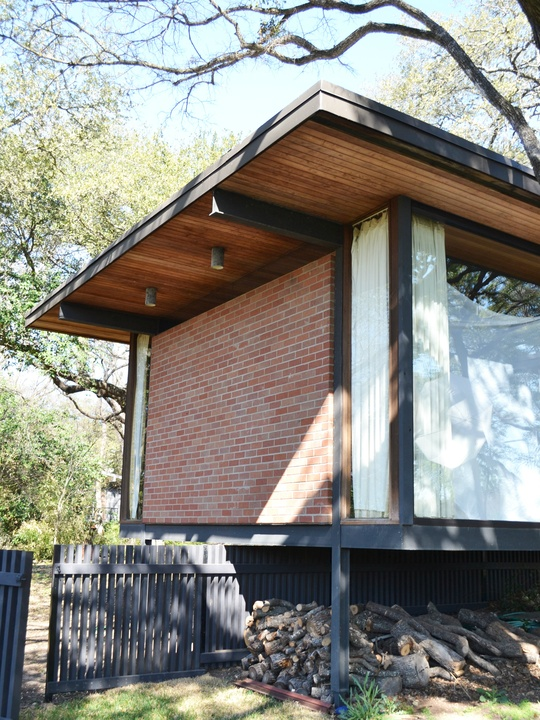 Sneak a peek at preservation austin 39 s mid century modern for Modern houses for sale austin