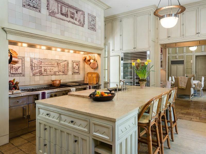 10000 Hollow Way main house kitchen