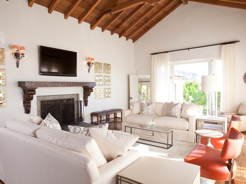 Houston designers head for the hollywood hills to freshen for Living room channel 9