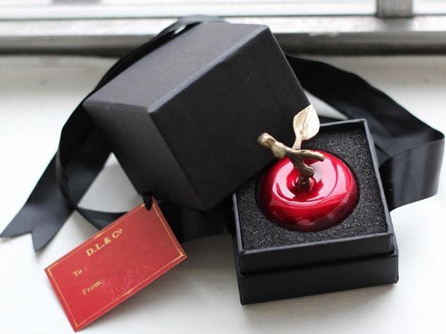 DL company la petite pomme rouge