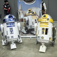 R2-D2 and astromech droid at Austin Wizard World Comic Con