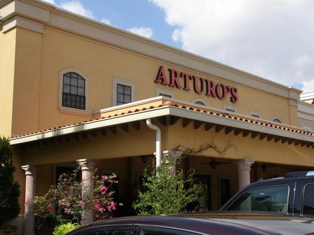 News_restaurant_Arturo's_exterior day