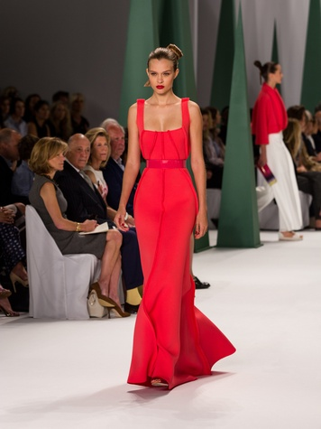 Fashion Week spring 2015 Carolina Herrera red gown