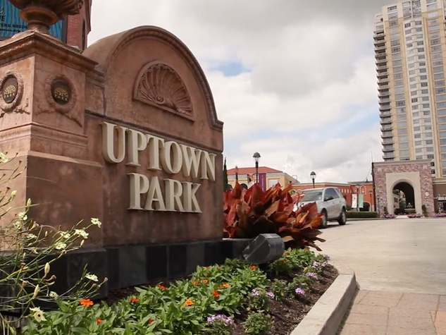 Uptown Park sign close