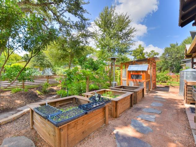 1513 3rd St. Austin house for sale garden