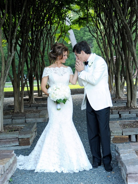 News_Sachse-Florescu wedding_May 2012_garden_hand kiss