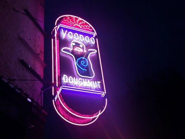 Voodoo Doughnuts_donuts_Portland_sign_2015