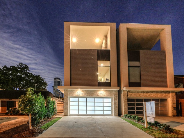 Upper kirby contemporary townhouse priced under 1 million for Contemporary home builders houston