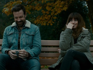 Jason Sudeikis and Anne Hathaway in Colossal
