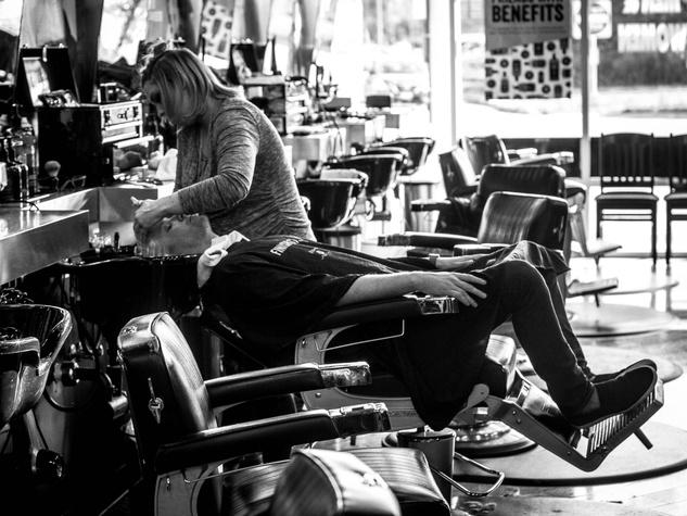 Floyd's Barber Shop massage and shampoo service