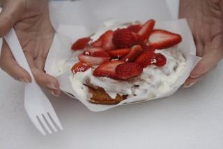 Austin Photo: Places_Food_gourdough's_strawberry_shortcake