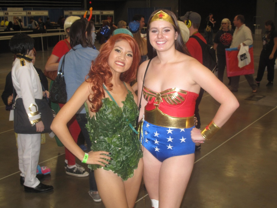 Austin Photo_ News_Mike_Comic Con_Wonder Woman and Poison Ivy