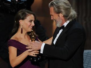 News_Oscars 2011_Natalie Portman_Jeff Bridges_Photo by Ethan Miller_Getty Images.jpg