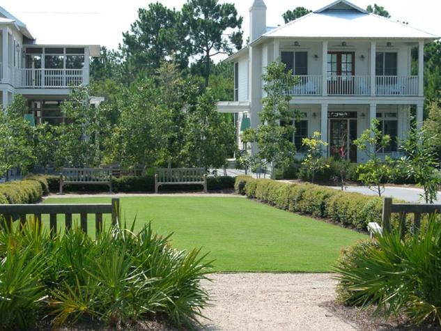 Bancroft Place Houston inner loop development in the River Oaks area June 2013 lawns