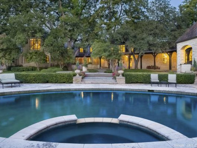 Pool at 4906 Park Ln. in Dallas