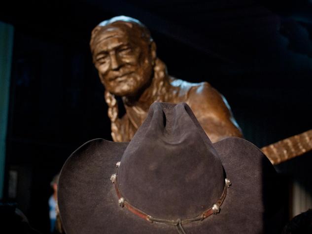Austin Photo Set: News_Kevin_Willie Nelson Statue_Nov 2011_8