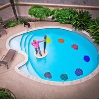 Allan Rodewald Art, swimming pool