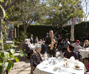 Brennan's of Houston patio with saxophone player and crowd