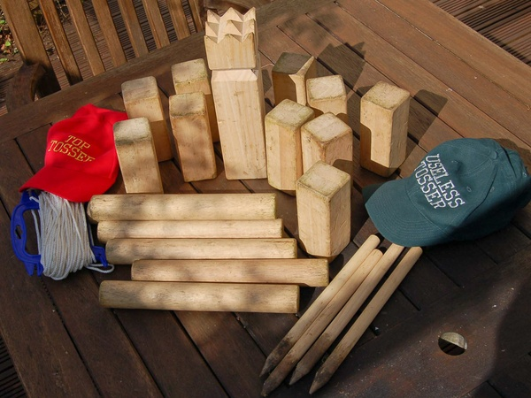 News_Kubb_lawn game_game pieces_game set