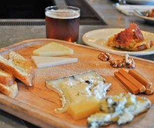 Austin Photo Set: News_Jessica Dupuy_Haddingtons beer and cheese_August 2011_spread