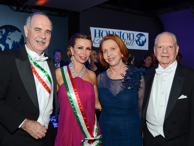223 Pablo and Adriana Leon, from left, Maria de la Paz Rio de Malpica and Dr. Luis Malpica y de Lamadrid at the Consular Ball October 2013