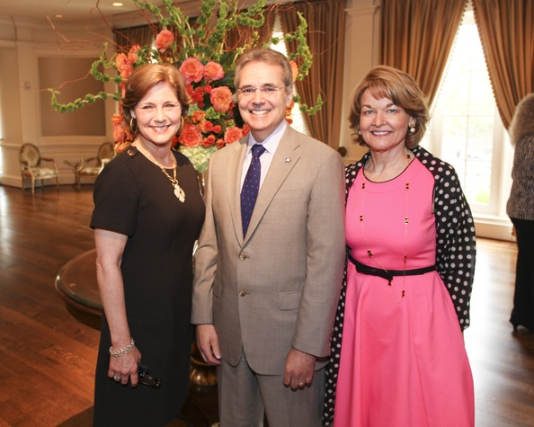 5 Jeannie Frazier, from left, Dr. Ron DePinho and Dorothy Paterson at the M.D. Anderson VEPS luncheon March 2014