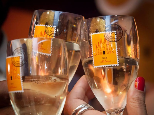 Veuve Clicquot tour champagne glasses