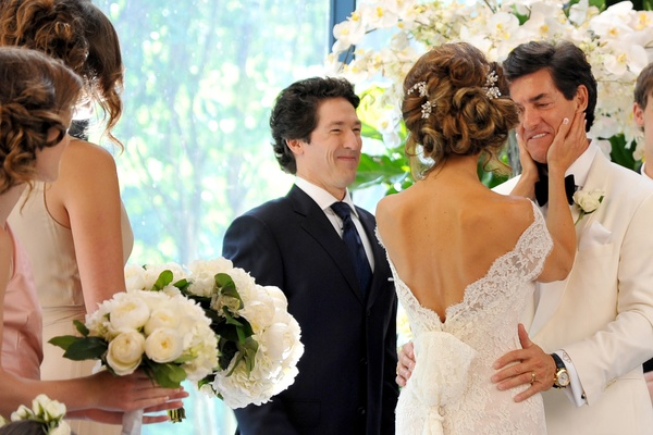 Dominique Sachse Amp Nick Florescu Wed By Joel Osteen Amid A