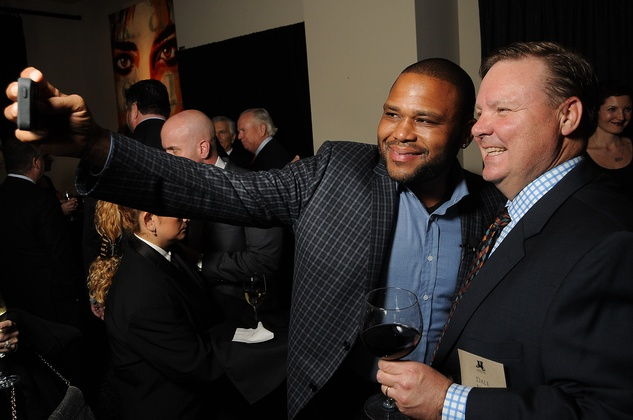 Anthony Anderson, left, and Dale Busic take a selfie at the Johnny Mac Soldiers Fund Inaugural Houston Gala April 2015