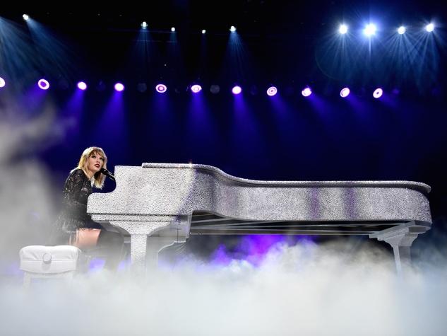 Taylor Swift at Club Nomadic piano