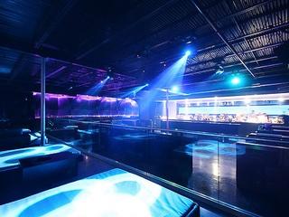 Places_Drinks_Nox Bar_dance floor