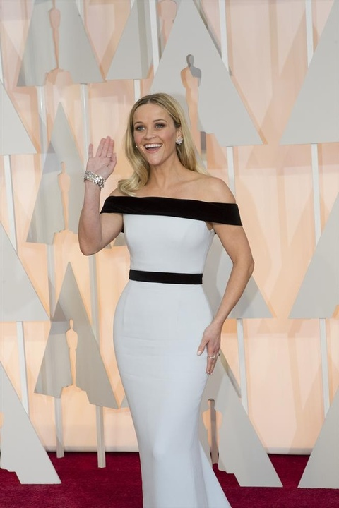 Reese Witherspoon on red carpet at the Oscars