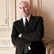 News_Phil Collins_pose
