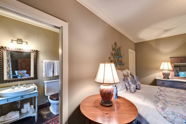 Houston, 1915 Kirby, May 2015, bedroom
