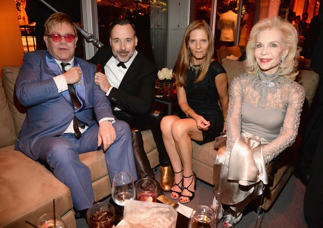 Elton John, David Furnish, unidentified woman and Lynn Wyatt attend the 2015 Vanity Fair Oscar Party