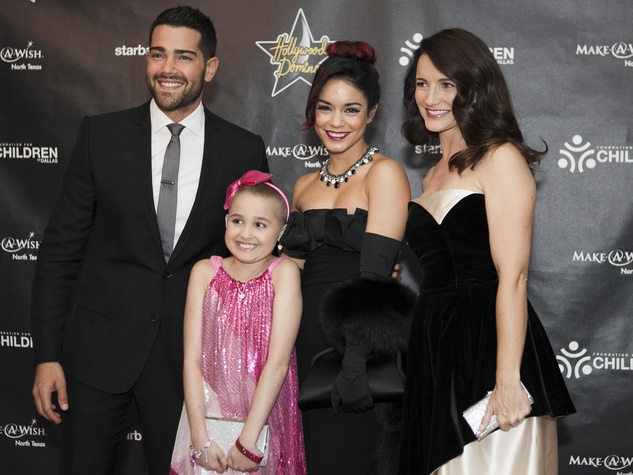 Jesse Metcalfe, Vanessa Hudgens, Kristin Davis, Julia Brown at Hollywood Domino Dallas 2014