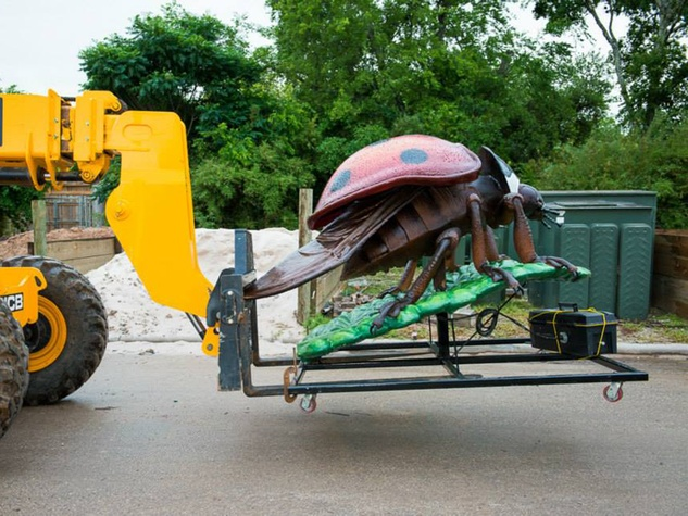 2 Extreme Bugs at Houston Zoo unloading May 2014